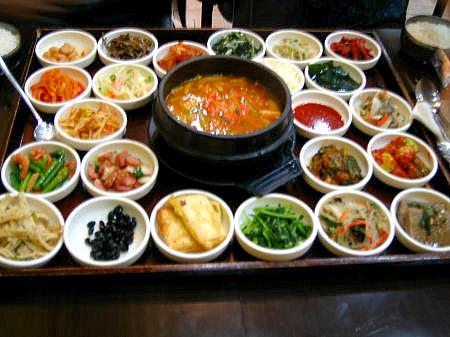 ソウル<2004年10月>: 【新村】豆腐鍋&25種類のおかず。